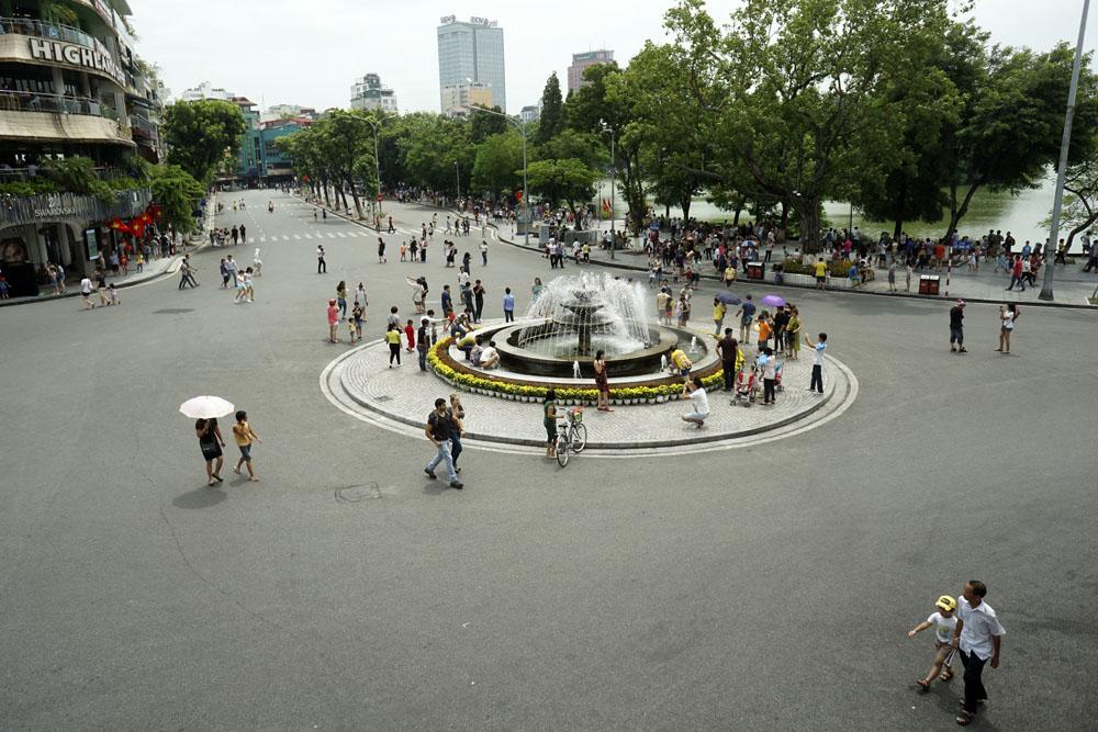 Quảng trường Đông Kinh Nghĩa Thục, Hà Nội (Cơn khát cảnh quan tại Việt Nam)