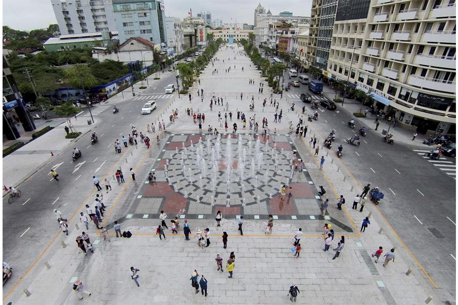 Phố đi bộ Nguyễn Huệ - Sài Gòn (Cơn khát cảnh quan tại Việt Nam)