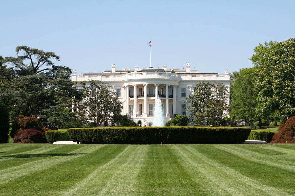 Sắc màu trong thiết kế cảnh quan - White House