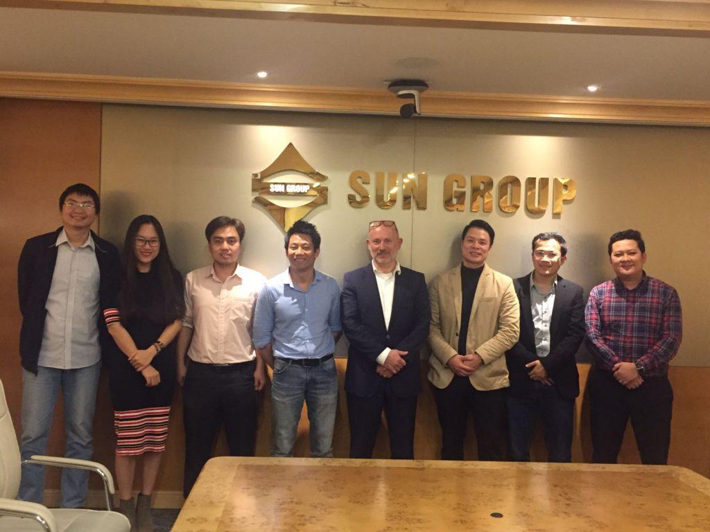 Chủ tịch EGO - Mr. Oliviero Godi và các cộng sự chụp ảnh cùng Ban quản lý thiết kế Sun Group