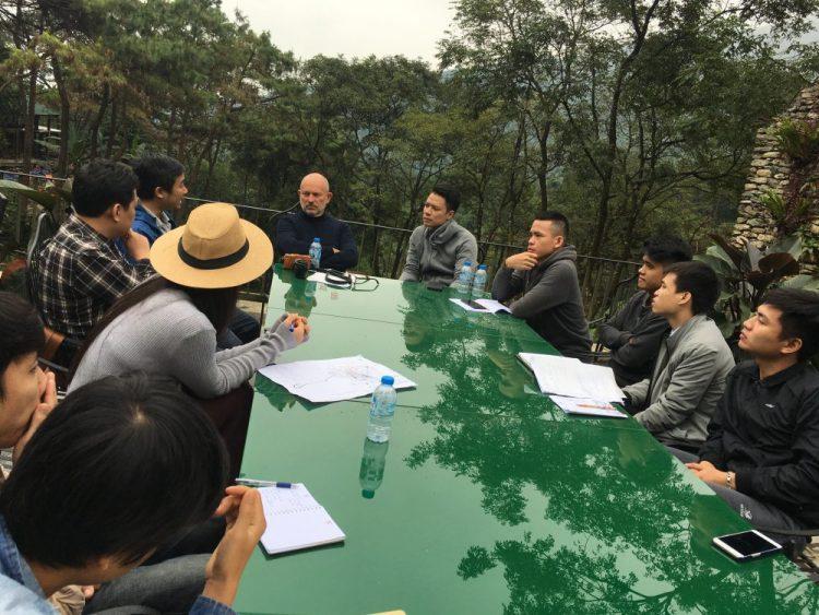 các kiến trúc sư cảnh quan của EGO trao đổi với đại diện kiến trúc sư