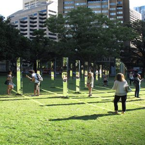 Labyrinth maze of mirrors – Art Installation in Hyde Park, New Zealand / Mê cung gương ở công viên Hyde Park