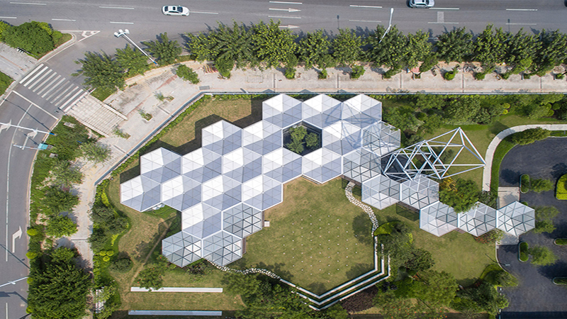 Open Architecture develops reconfigurable construction system of tessellating hexagons / Open Architecture thiết kế hệ thống xây dựng kết cấu mái che hình lục giác